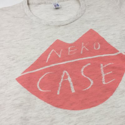 Neko Case - Lips T-Shirt - Women's (Oatmeal)